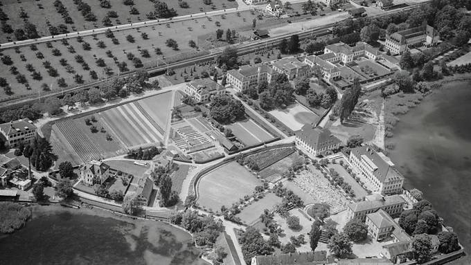 An der Psychiatrischen Klinik Münsterlingen, hier eine Luftaufnahme aus dem Jahr 1949, wurden zwischen 1946 und 1980 Medikamentenversuche an mindestens 3000 Personen durchgeführt.