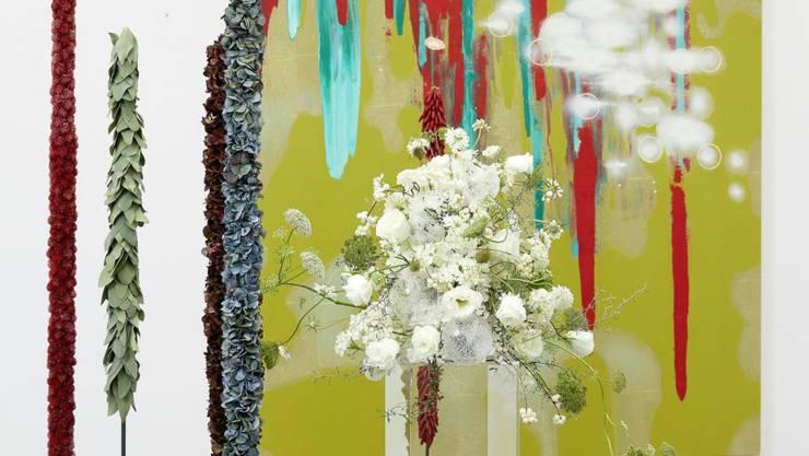 """""""Blumen für die Kunst"""" als Publikumsrenner im Aargauer Kunsthaus: Eine vergängliche florale Interpretation zum Werk von Christine Streuli (""""Ohne Titel"""")."""
