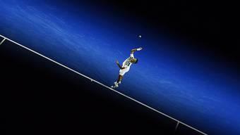 Roger Federer zelebriert seine Auftritte auf der grossen Bühne, die Bernard Tomic noch nicht oft betreten hat.