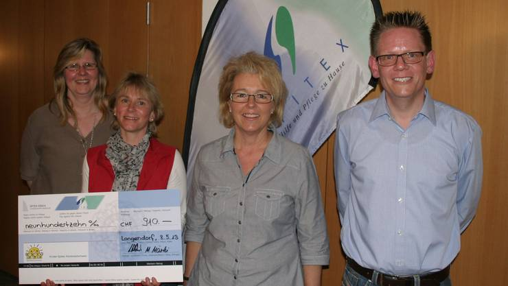 Check-Empfängerin Frau Vogt (2. von Links, Geschäftsleiterin Kinder-Spitex Nord-Westschweiz) mit Spitex-OK GALOR 2013