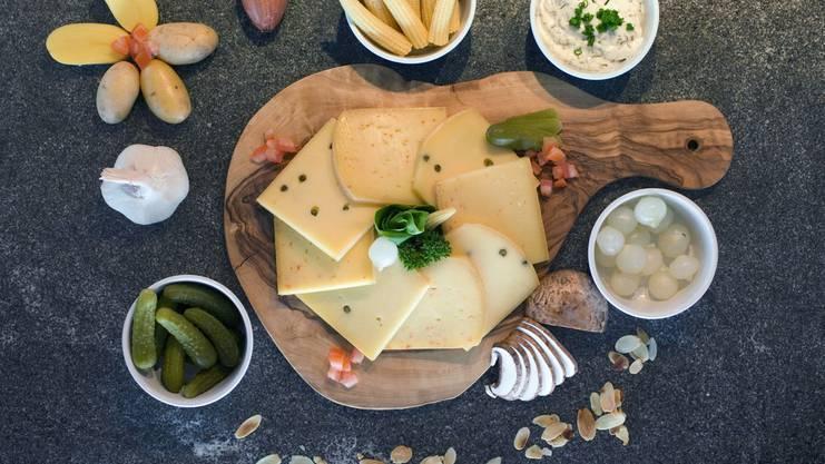 Käse ist fettig und eignet sich daher hervorragend als Grundlage für einen feucht-fröhlichen Abend.