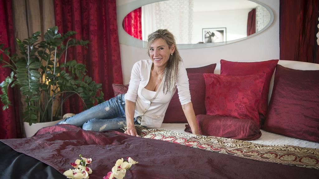 Isabelle Kölbl ist Sexualbegleiterin. Sie ermöglicht gehandicapten Männern sexuelle Erlebnisse.
