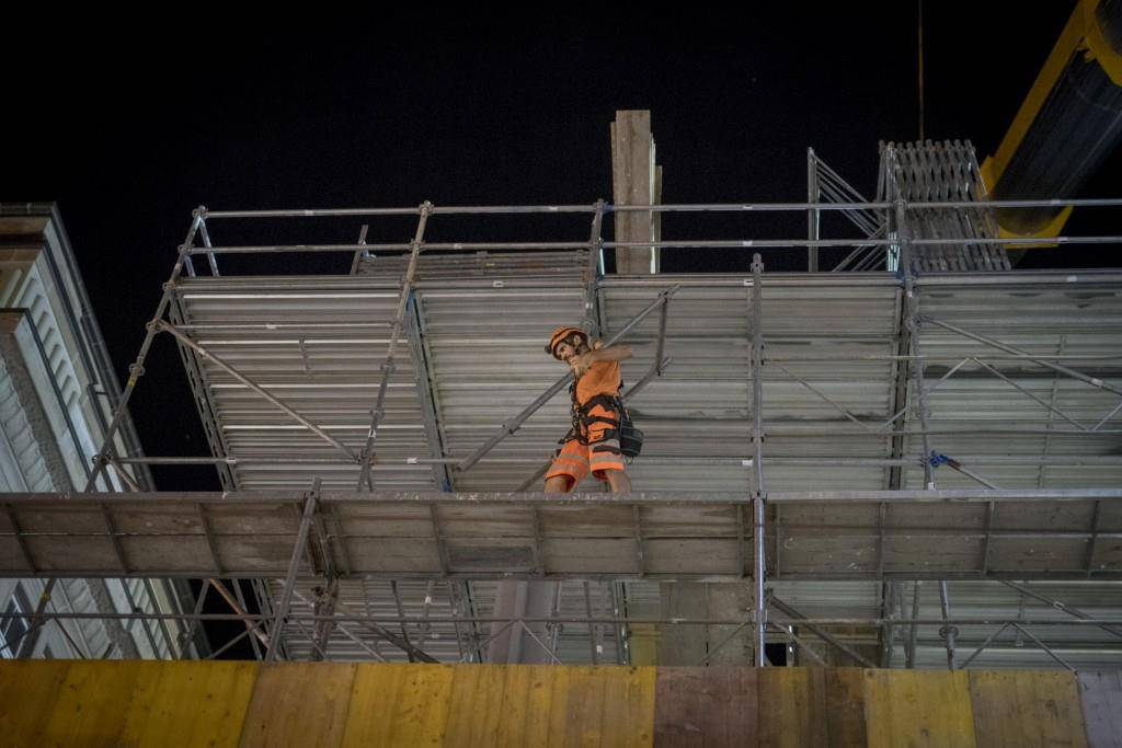 St.Galler Ankunftshalle erhält ihr Dach (© Tagblatt/Benjamin Manser)