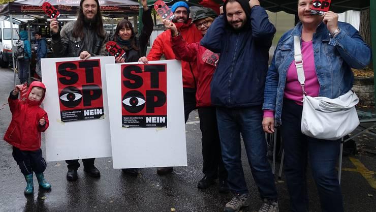 Die Grünen Region Olten mit Aktivistinnen und Aktivisten gegen die Versicherungsspione