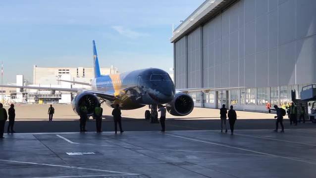 Der neue Embraer hat wegen seiner Sparsamkeit den Übernamen «Profit-Jäger» und trägt deshalb den «Hai-Look».