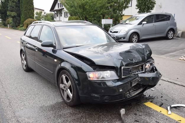 Kappel SO, 18.September: Ein Autolenker geriet auf die Gegenfahrbahn und kollidierte dort frontal mit einem Auto. Eine Person verletzte sich leicht.