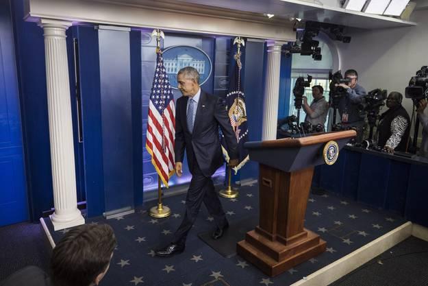 Obama verlässt zum letzten Mal den Medienraum des Weissen Haus.