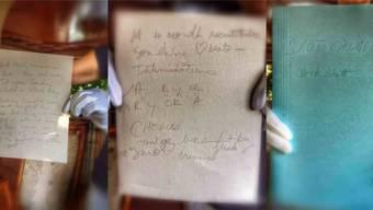 Die original handgeschriebenen Lyrics von Michael Jacksons Hit «Smooth Criminal». Auf dem mittleren Bild ist der Refrain («you've been hit by, you've been struck by, a smooth criminal») unschwer zu erkennen.
