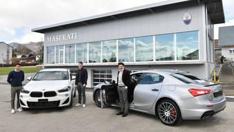 Das zbinden-Verkaufsteam von links mit Michael Kiefer, Domenico Marchese und Matthias Kiefer AG mit BMW und Maserati vor dem Maserati Mittelland-Neubau in Hägendorf.