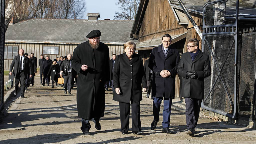 Merkel gedenkt Opfer im Nazi-Konzentrationslager Auschwitz