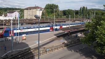 Trotz den beiden Bahnhöfen Dietikon (im Bild) und Glanzenberg besitzen im Bezirkshauptort vergleichsweise wenige Menschen ein Abonnement für den öffentlichen Verkehr. Mario Heller