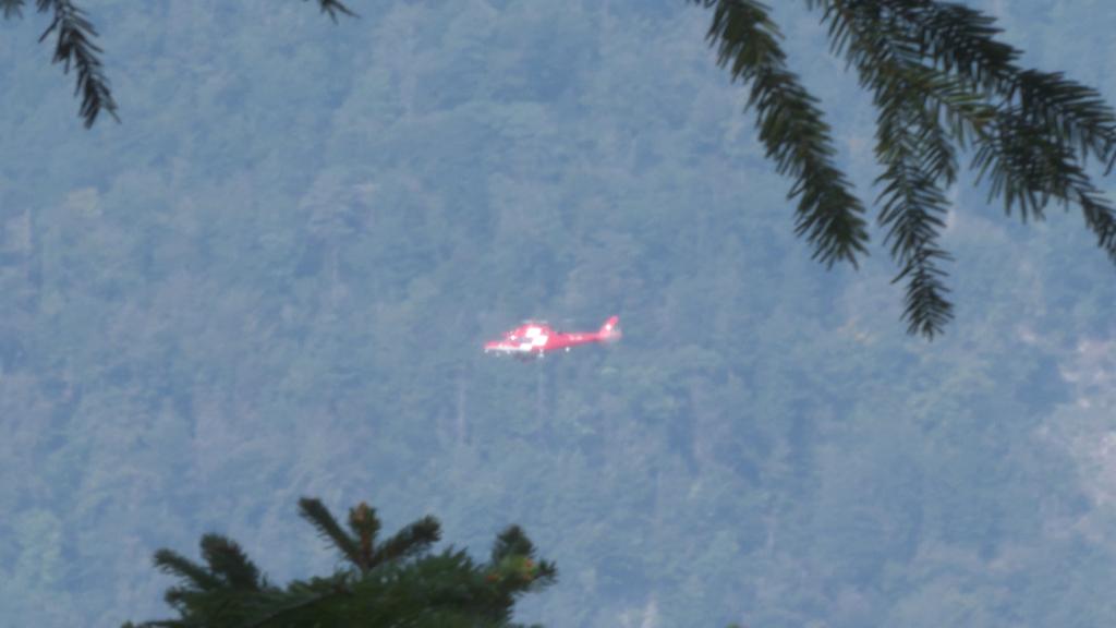 Gleitschirmflieger mit schweren Verletzungen ins Spital gebracht