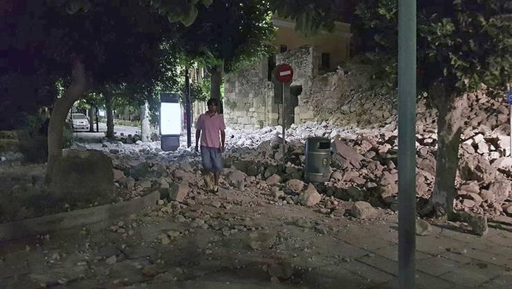 Bei dem Erdbeben in der Ägäis sind offiziellen Angaben zufolge mindestens zwei Menschen auf der griechischen Insel Kos getötet worden.