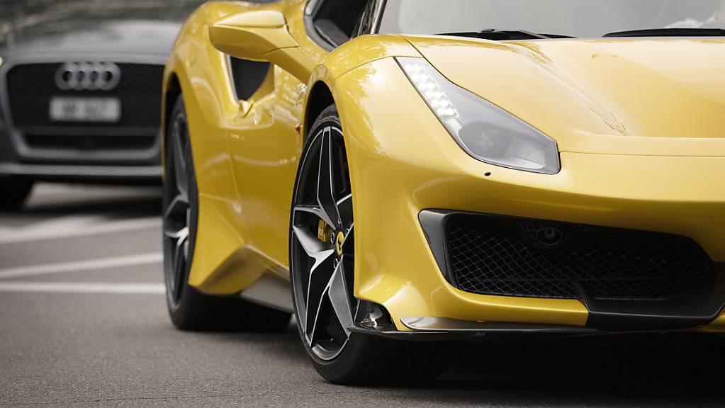 Der Luxusautobauer Ferrari hat von April bis Juni 2021 seinen Quartalsgewinn verdreifacht. (Symbolbild)