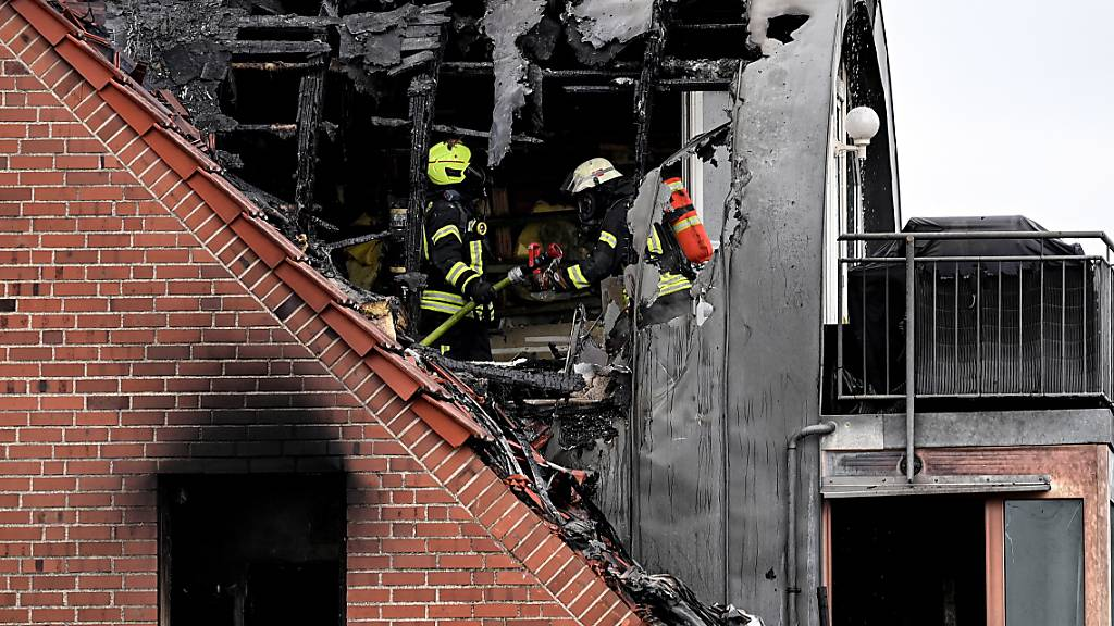 Drei Tote bei Absturz von Leichtflugzeug in Wohnhaus in Wesel