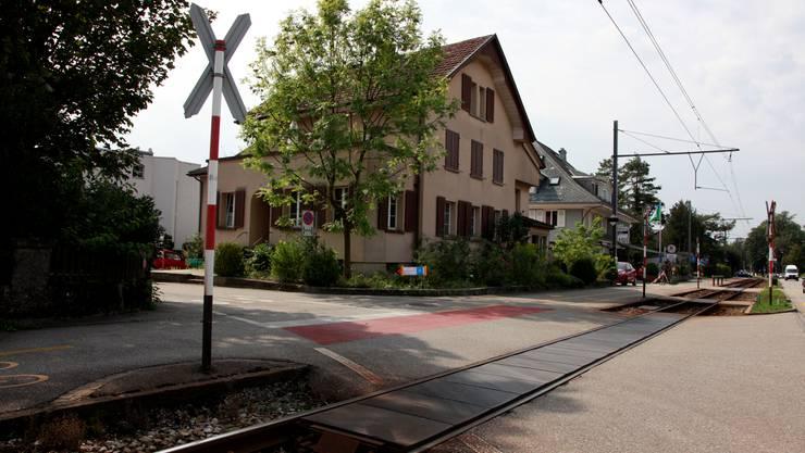 Einer der Bipperlisi-Bahnübergänge in Feldbrunnen.