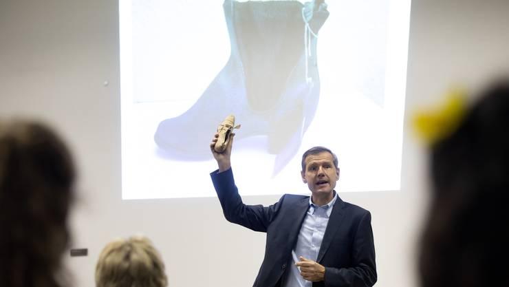 Philipp Abegg erläuterte den modischen Wandel des Bally-Herrenschuhs