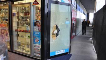 Ein marokkanischer Asylbewerber versuchte beim Bahnhof Aarau in den Mobiltelefon-Laden «Ihr Shop» einzubrechen.