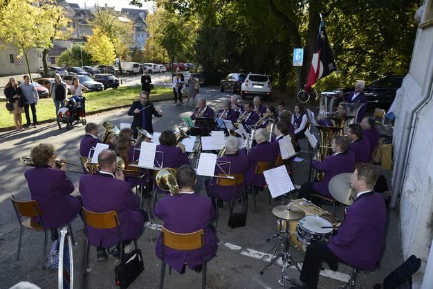 Die Brassband Lommiswil empfing alle Teilnehmenden mit polnischen Tänzen und Märschen