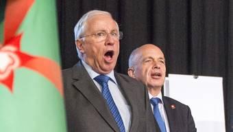 Der 2007 abgewählte Bundesrat Christoph Blocher und sein Nachfolger Ueli Maurer. (Archivbild)