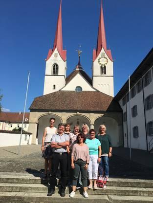 Pfarreirat vor der Klosterkirche Muri