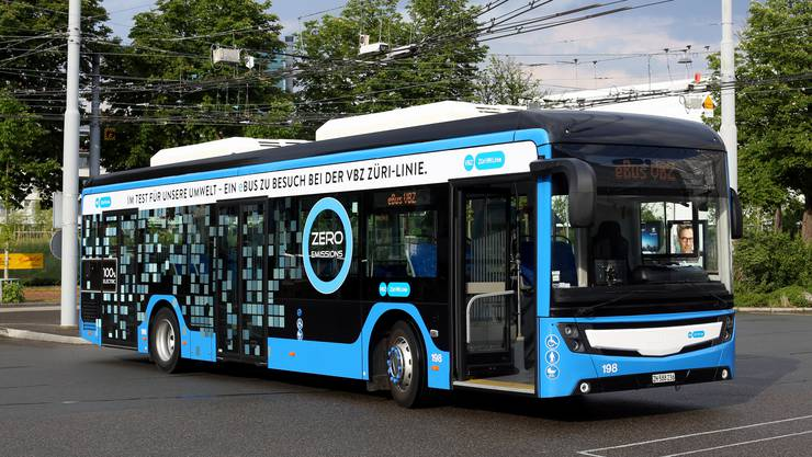 Konkret verbrauchen die VBZ mit dem Betrieb der Batterie-Busse vor Ort 150'000 Liter Diesel pro Jahr weniger.