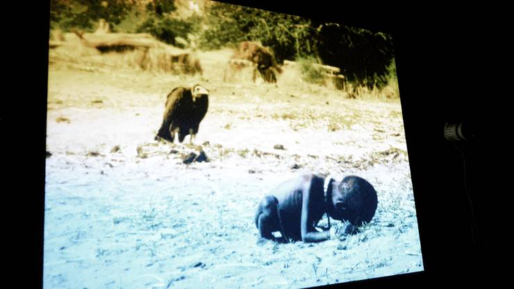 Carters kontroverses Bild des hungernden Mädchens in «Sound of Silence».