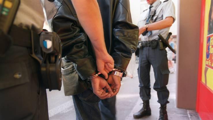 Bei einer Routineverkehrskontrolle fand die Polizei im Auto des Partyveranstalters über 24 Kilo Amphetamin-Gemisch.