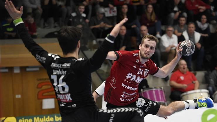 HSC-Flügel David Poloz (r.) und seine Teamkollegen könnten sich den Heimvorteil für die Playoff-Viertelfinals mit einem Punktgewinn bei Pfadi Winterthur sichern.