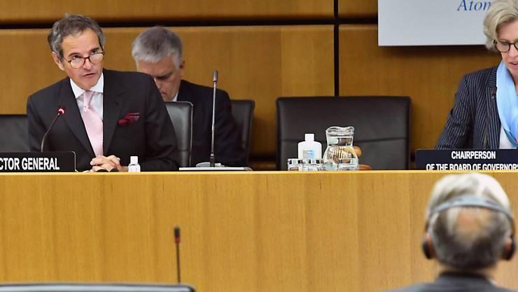 HANDOUT - Rafael Grossi (l), Generaldirektor der Internationalen Atomenergiebehörde (IAEA), spricht bei einer digitalen Tagung der IAEA. Foto: Dean Calma/IAEA Imagebank/dpa - ACHTUNG: Nur zur redaktionellen Verwendung und nur mit vollständiger Nennung des vorstehenden Credits