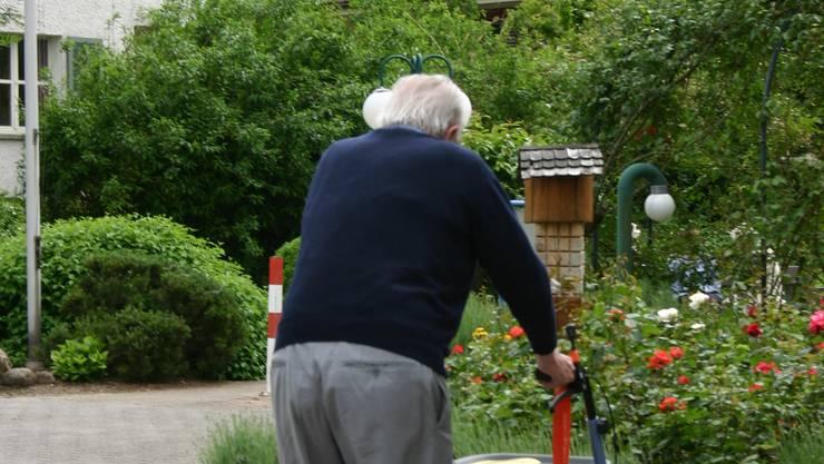 Nachfrage: Der Bedarf nach betreutem Wohnen im Alter rechts der Limmat bleibt bestehen. (Bild: zim)