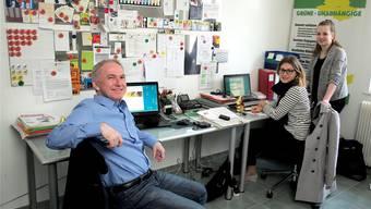 Im Herzen der Grünen-Unabhängigen: Landrat Jürg Wiedemann, Geschäftsführerin Saskia Olsson und Mitarbeiterin Alina Isler, die für das Komitee Starke Schule Baselland tätig ist.