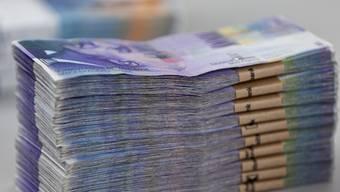 Eine Studie des Beratungsunternehmens c-alm hat ergeben, dass in der Schweiz jährlich 300 Millionen Franken Provisionen an Makler bezahlt werden. (Symbolbild)