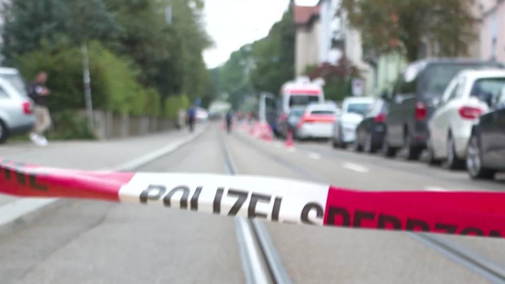 Polizei erschiesst Täter während er Frau tötet