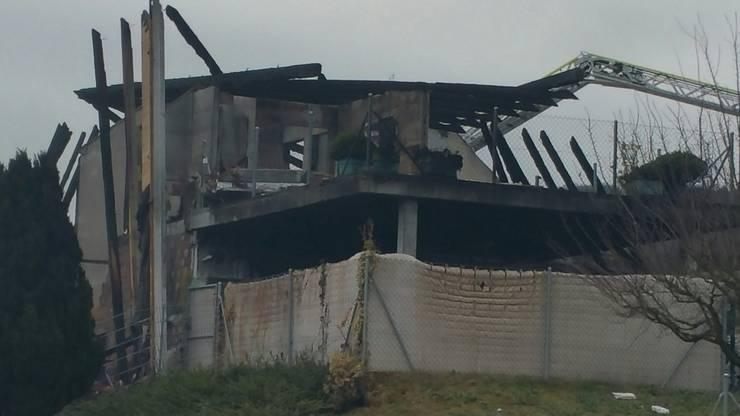 Die Flammen hatten das Haus weitgehend zerstört.