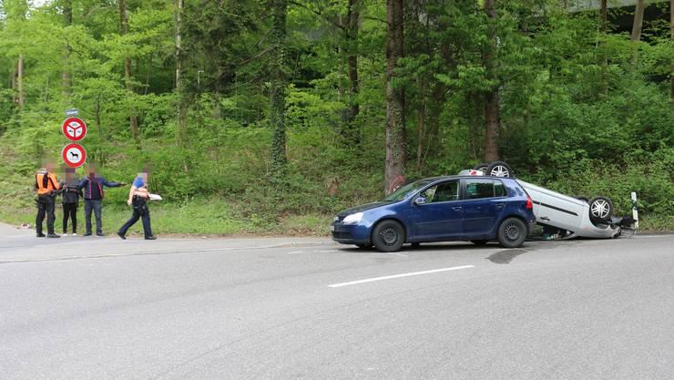 Die Lernfahrerin wollte vor einer Kurve abbremsen und verwechselte dabei das Gas- mit dem Bremspedal.