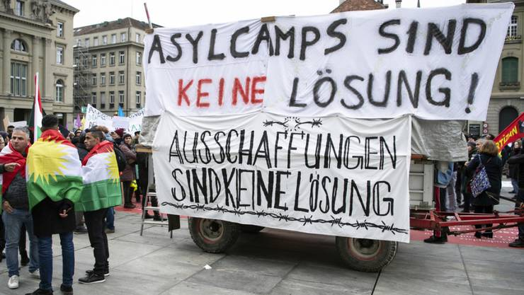 "Nationale Demonstration ""Asylcamps sind keine Lösung"" am Samstag in Bern."