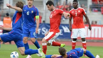 Wie im Testspiel gegen Belgien am letzten Samstag trifft Blerim Dzemaili (15) auch gegen Moldawien zur 1:0-Führung
