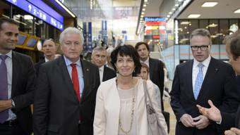 Bundesrätin Doris Leuthard am umgebauten Genfer Bahnhof
