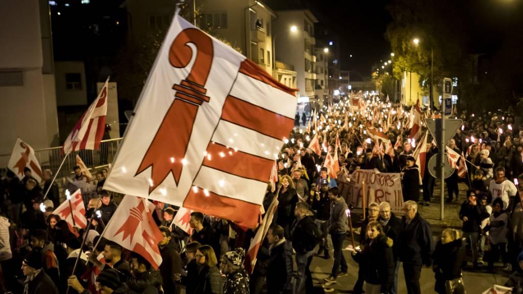Den Anhängern eines Kantonswechsels von Moutier zum Jura kann es kaum rasch genug gehen mit einer neuen Abstimmung. Bern will hingegen erst wasserdichte Regeln für eine neue Abstimmung. (Archivbild)