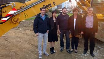 Der Gemeinderat beim Spatenstich (von links): Remo Müller, Gemeindepräsidentin Ruth Imholz, Martin Spiess, Beatrice Zandonella und Peter Schmid.