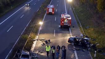 Ein schwerer Unfall durch einen Geisterfahrer verursacht, hier im Oktober 2012 auf der A46. (Keystone)