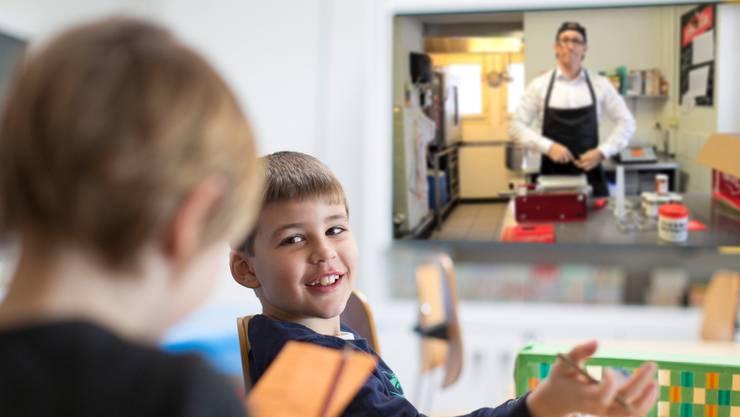 Über Lehrmittel finden Firmen und Interessenverbände Zugang zum Unterricht.