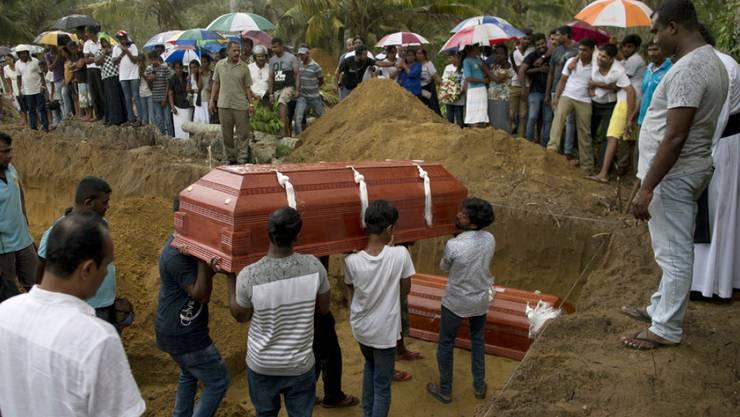 Auch zwei Schweizer sind unter den Todesopfern der Anschläge in Sri Lanka vom Ostersonntag. Insgesamt starben mindestens 290 Menschen.