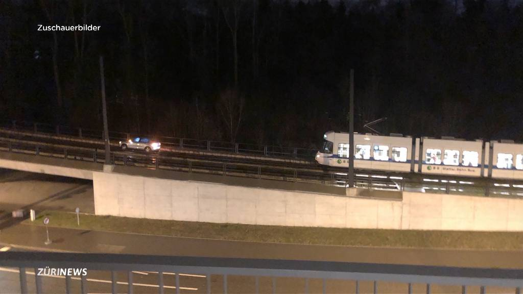 Autofahrerin verirrt sich auf Trambrücke der Glatttalbahn