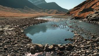 In den Schweizer Auenböden lagern beträchtliche Mengen Mikroplastik. Selbst in abgelegenen Berggebieten haben Berner Forscher Mikroplastik im Boden gefunden.