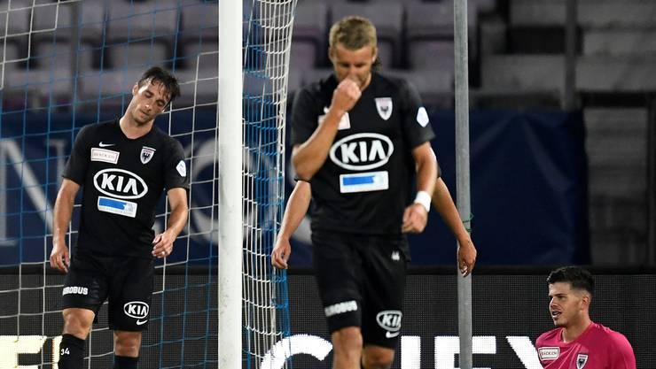 Enttäuschung pur: FCA-Torhüter Nicholas Ammeter (r.), Raoul Giger (l.) und Damir Mehidic nach dem fünften Gegentreffer.