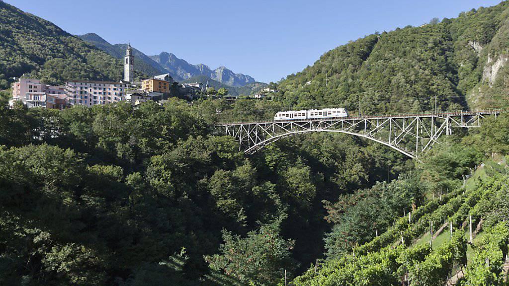 Zwischen Corcapolo und Intragna (Bild) kam es im Frühling 2016 zu einer Frontalkollision von zwei Regionalzügen, bei der fünf Menschen leicht verletzt wurden. Nun ist die Unfallursache geklärt.(Archivbild)