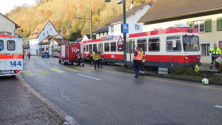 Am Donnerstagmorgen wurde eine junge Frau von der Waldenburgerbahn angefahren.