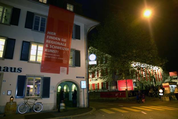 """Rivalen vis-à-vis: """"Kunst findet Stadt"""" im Volkshaus, """"Kunstsupermarkt"""" in der """"Rothus""""-Halle"""